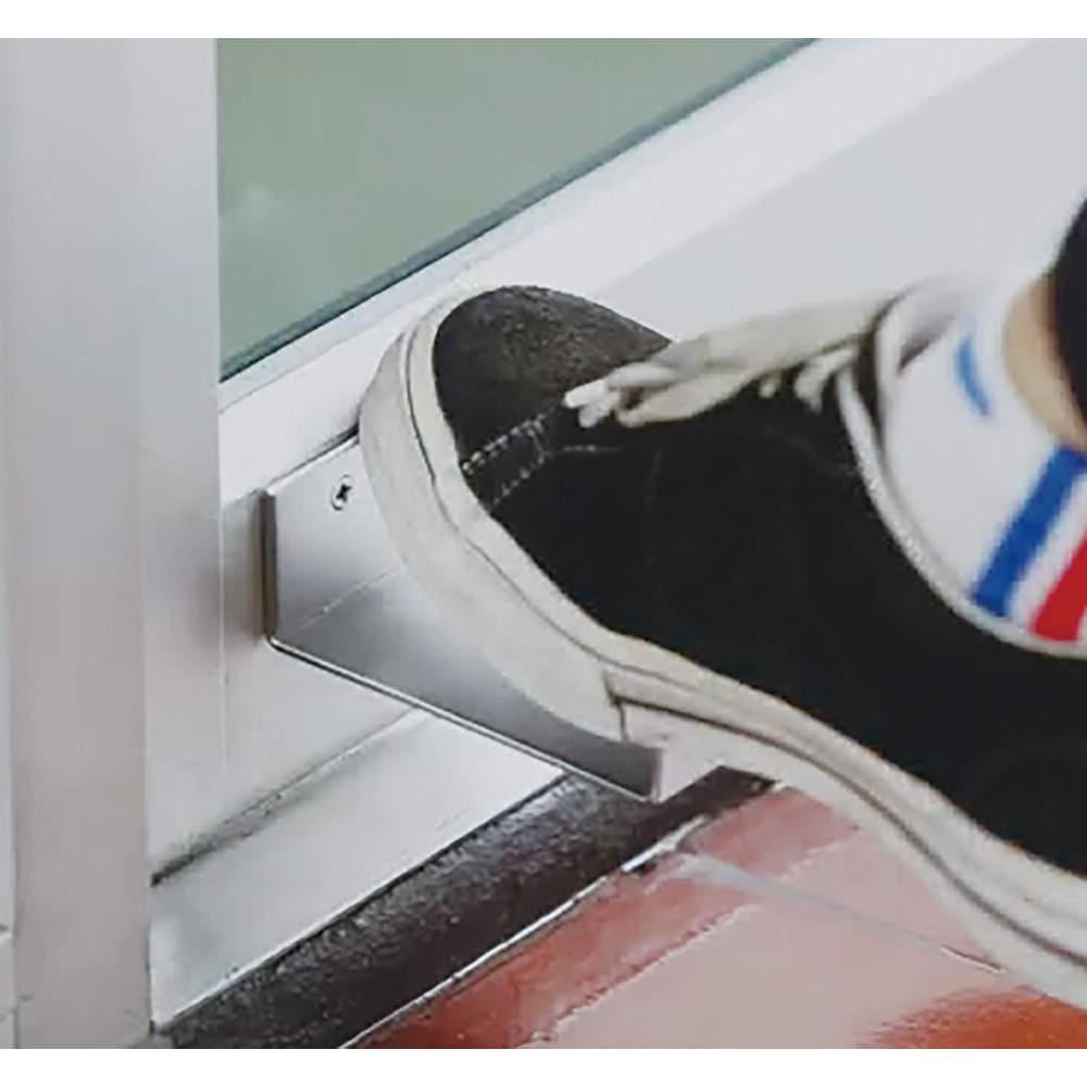【使用イメージ】<br>足だけで開閉できます。