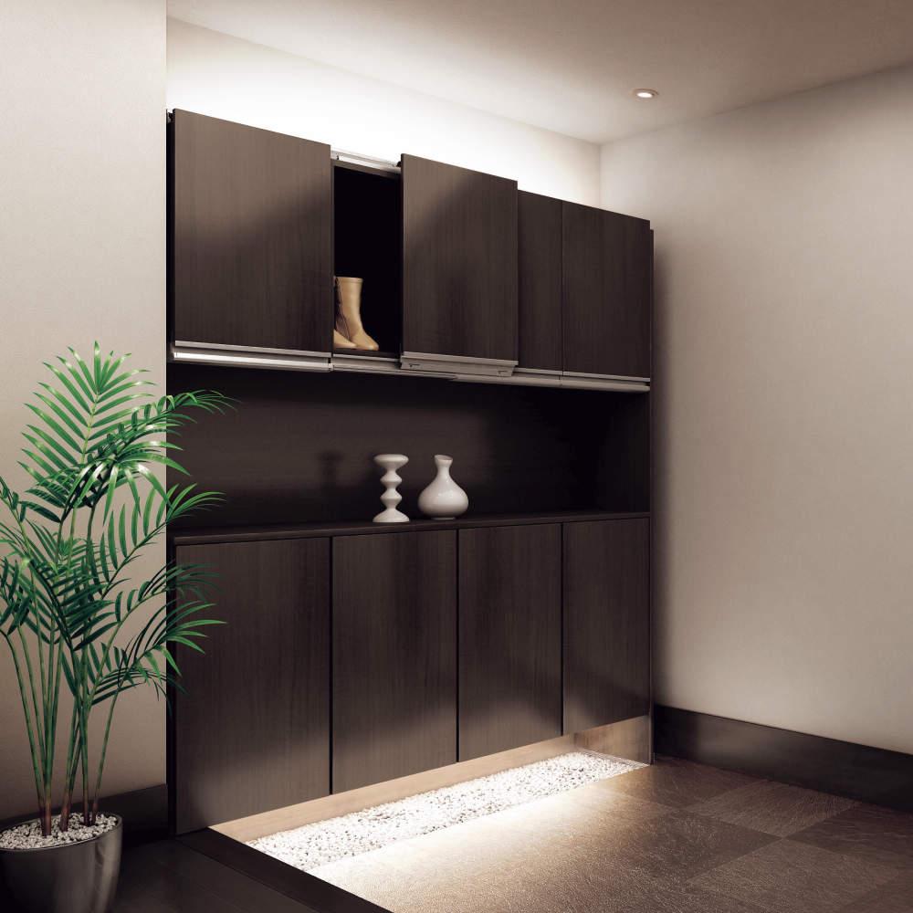 鏡扉仕様は、木製扉仕様のスペック範囲内で施工可能です。
