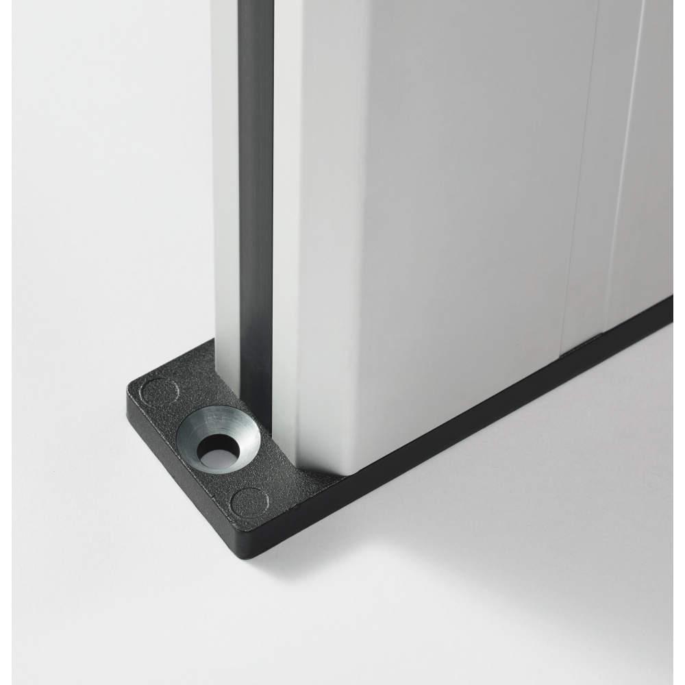 【アースのとり方】<br>下取付プレートの固定穴の塗装がないため、ねじ止めするだけでアースがとれます(最大抵抗100 Ω)