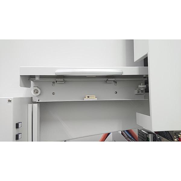 ワイヤ放電加工機  メンテナンス扉