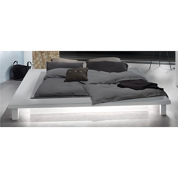 住宅 寝室 ベッド下