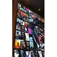 映画館 壁面モニター